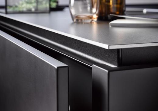 black glossy kitchen work top